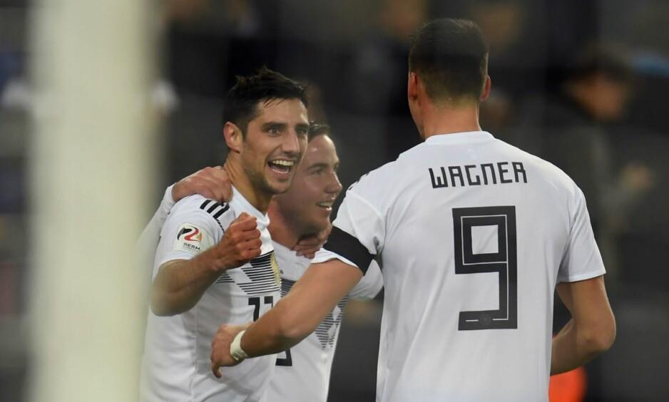 REDDET TYSKLAND: Lars Stindl (til venstre) scoret to minutter på overtid for Tyskland. Foto: John MacDougall / AFP Photo / NTB Scanpix