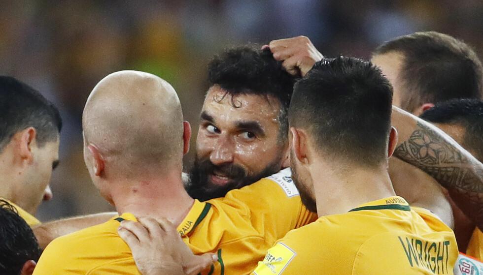 TIL VM: Mile Jedinak ble den store helten da Australia tok seg til VM. Foto: AP Photo/Daniel Munoz