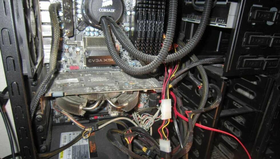 BESLAGLAGT: Blant beslagene Kripos har gjort i saken er denne datamaskinen. Foto: Kripos