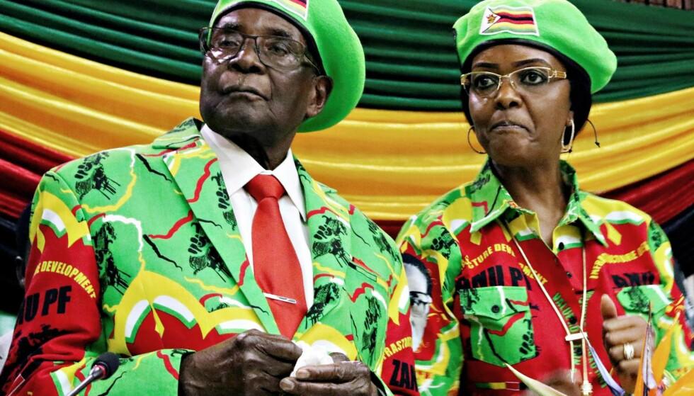 I TRØBBEL: Robert og Grace Mugabes maktposisjon i Zimbabwe er usikker etter at forsvaret i går pågrep diktatoren. Foto: Reuters / NTB Scanpix