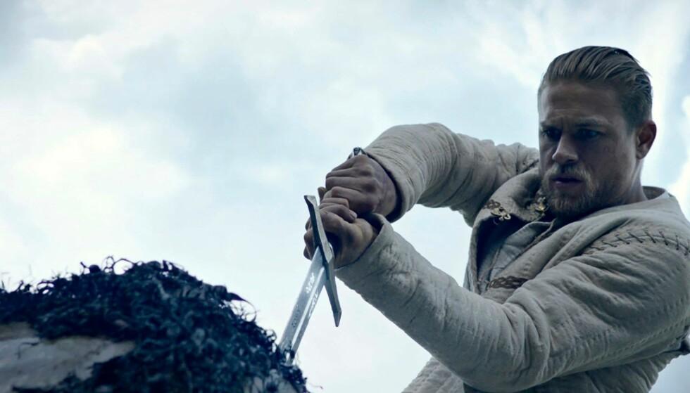 HØYDEPUNKT: I sentrum for historien om kong Arthur står den berømte scenen der det uvitende kongsemnet trekker sverdet Excalibur ut av steinen.