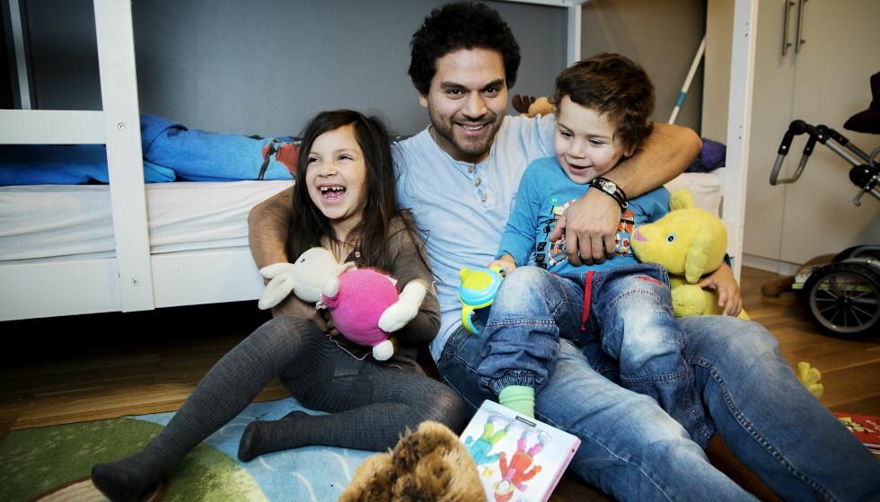 TO HJEM: Emili (5) og Eduardo (2) vokser opp i to hjem. Emosjonelt bevisste foreldre kan være avgjørende for barnas helse, sosiale adferd og hvor de ender karrieremessig. Den amerikanske professoren John Gottmans forskning viser at skilsmissebarn har de samme forutsetningene som barn som vokser opp med foreldrene under samme tak. Foto: Nina Hansen