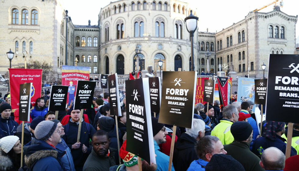 STREIK: I går streiket fagbevegelsen med krav om å forby bemanningsforetak i byggebransjen i fem fylker rundt Oslofjorden. Her fra demonstrasjonen utenfor Stortinget. Foto: Cornelius Poppe / NTB scanpix