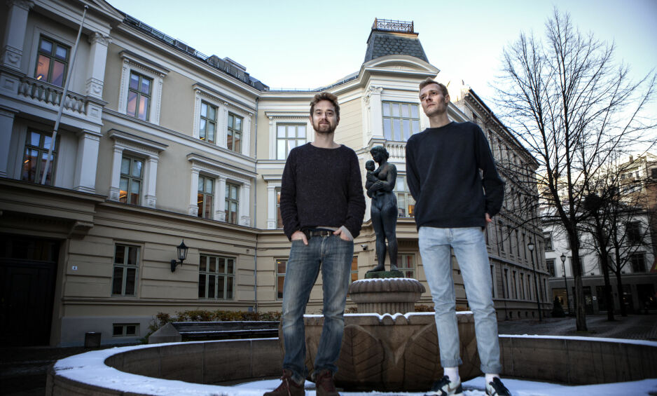 STERKE SAKER: Emil Johnsen (t.v) og Preben Hodneland spiller flere roller i «Voldens historie» basert på romanen av Edouard Louis.  Foto: Anders Grønneberg