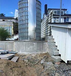 DYR REPARASJON: Bare å reparere bjelker og grunnmur kostet Knutsson nær seks millioner kroner. Foto: Solna tingsrätt.