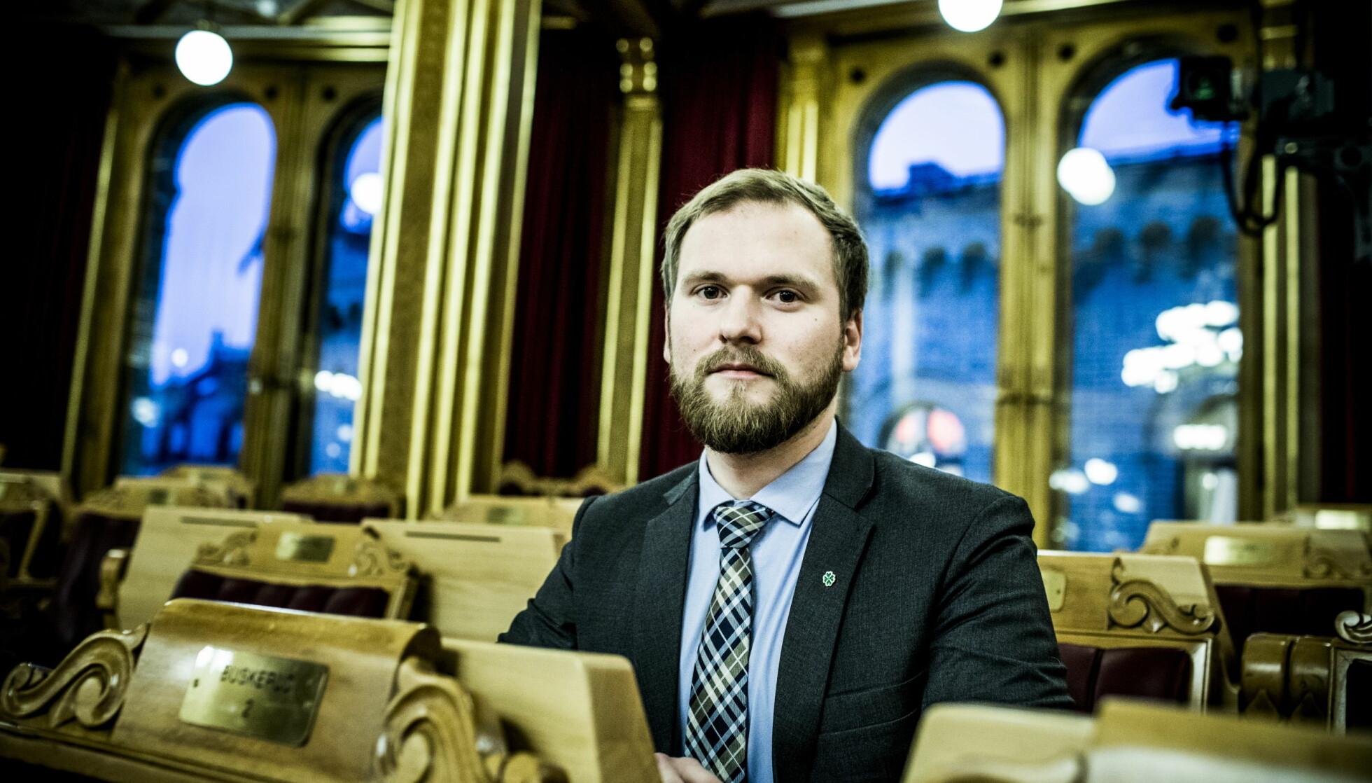 KRITISK TIL HOFFETS PENGEBRUK: Stortingsrepresentant Wilfred Nordlund (Sp), Her på plass i Stortinget. Foto: Christian Roth Christensen / Dagbladet