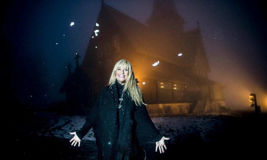 JULEARTIST: Hanne Krogh er å se i «Reisen til julestjernen» på NRK hver juleaften, men da er hun selv ofte utslitt etter en lang turné i kirker over hele landet. Foto: Thomas Rasmus Skaug