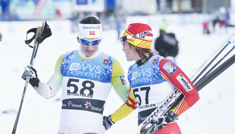 SLO FØLGE: Marit Bjørgen og Heidi Weng. Foto: Terje Pedersen / NTB scanpix