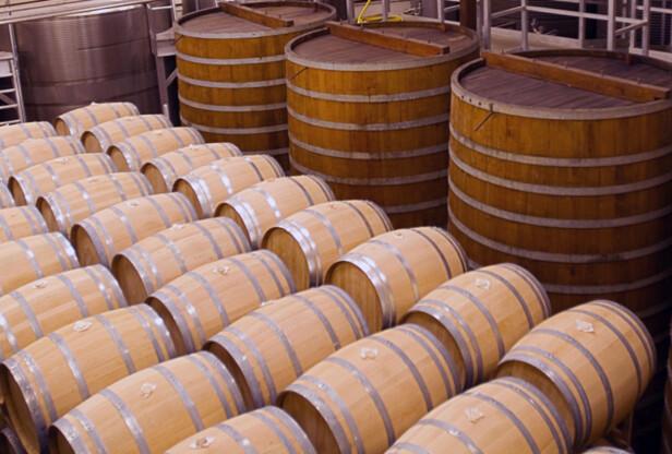 EIKEFAT: California er den største vinprodusenten utenfor Europa. Vinen lagres både på ståltanker og i eikefat av ulik størrelse. Foto: California Wine Institute