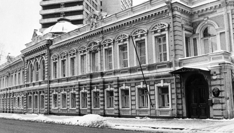 BLE PRESSET: Flere diplomater som jobbet ved den norske ambassaden i Moskva ble presset på grunn av deres homoseksuelle legning. Ifølge Alf. R. Jacobsen hadde det stor innvirkning på den norske ambassadøren. Foto: NTB SCANPIX