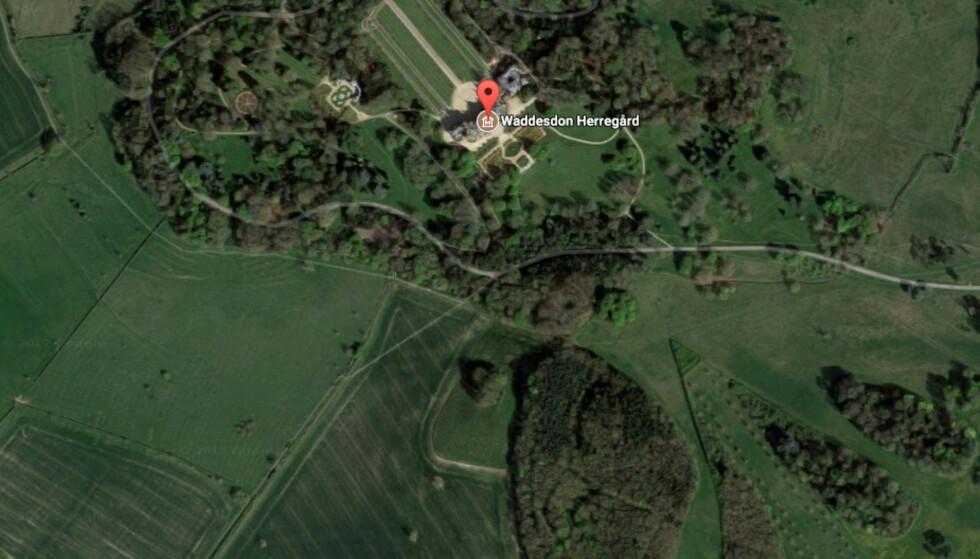 Fly og helikopter har krasjet i England