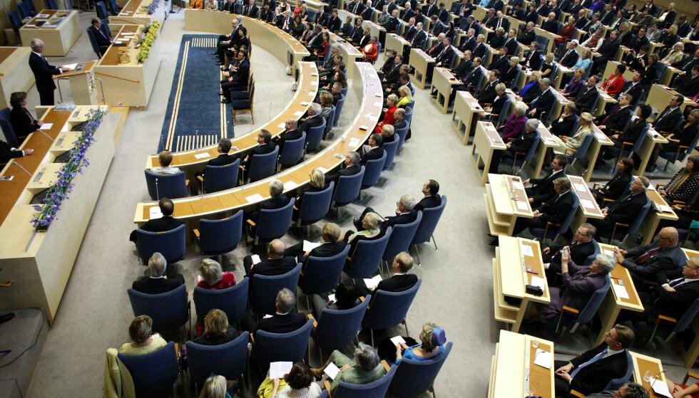 SAMLET: 1300 svenske kvinnelige politikere har samlet seg bak et opprop mot seksuell trakassering og overgrep. Her fra den svenske riksdagen. Foto: Fredrik Persson / NTB Scanpix