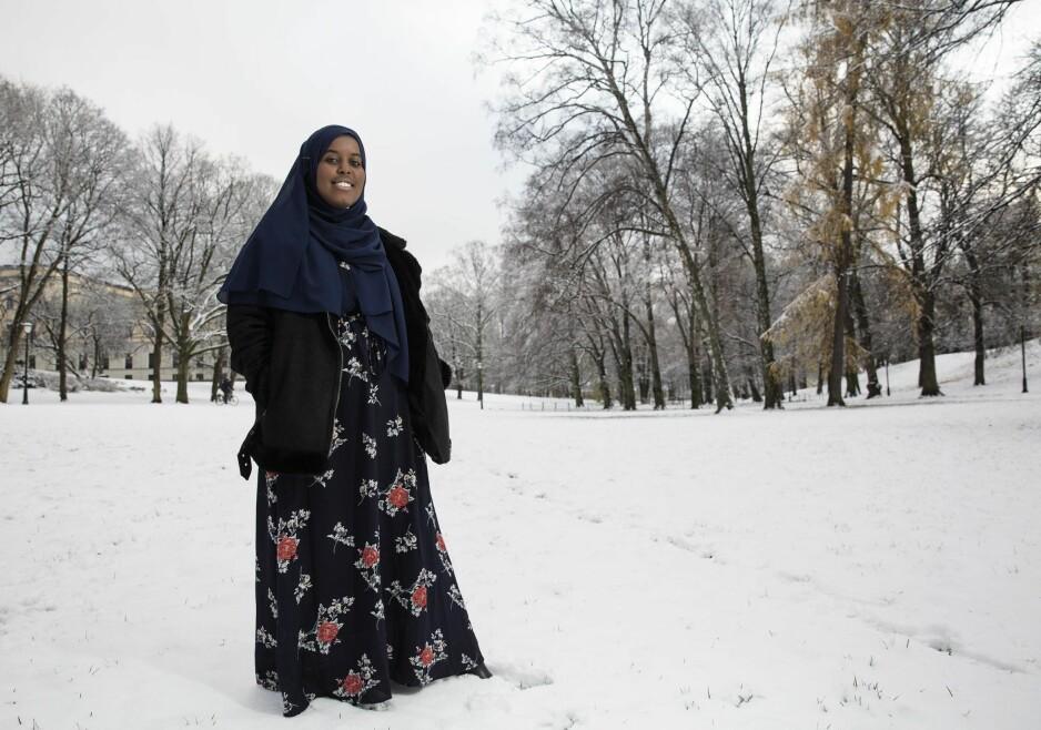 NORDLANDS TROMPET:  Det siste året har 19 år gamle Sumaya Jirde Ali fra Bodø og Somalia markert seg som en av de mest fremtredende unge samfunnsdebattantene med innvandrerbakgrunn. Denne uka gir hun ut sin første diktsamling, «Kvinner som hater menn».  Foto: Henning Lillegård