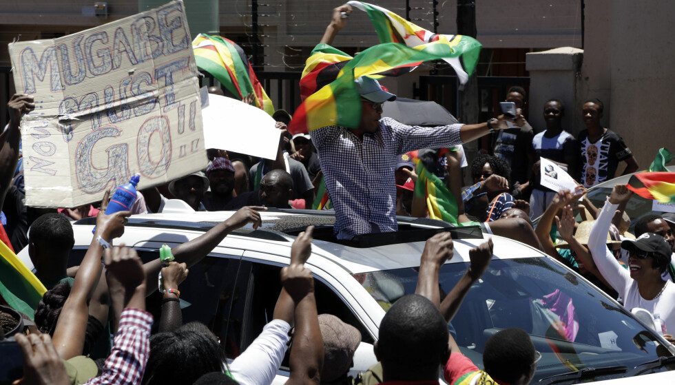 FRIHET: For første gang på flere år kan folket i Zimbabwe fritt demonstrere mot sittende president Robert Mugabe. Foto: Themba Hadebe