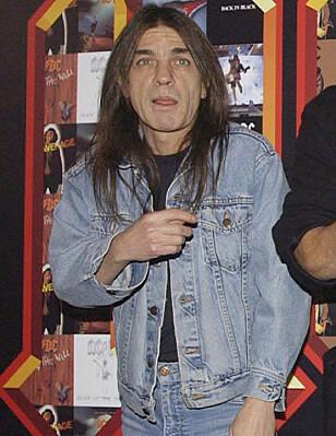 ROCKELEGENDE: Gitarist, og en av grunnleggerne av det suksessrike rockebandet AC/DC har i dag gått bort. Foto: NTB Scanpix.
