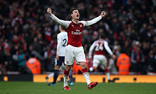RØD JUBEL: Arsenals Laurent Koscielny jubler etter Alexis Sanchez' 2-0-scoring i ettermiddag. Foto: NTB Scanpix