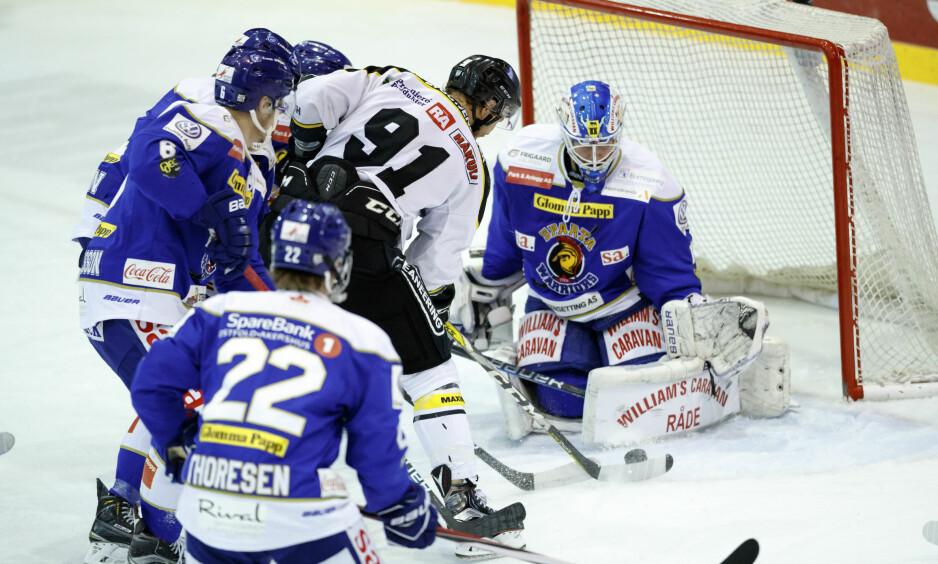 SEIER: For Sparta Sarpsborg mot Stavanger Oilers. Dette bildet er fra de to lagene møttes i NM-semifinalen i vår. Foto: NTB Scanpix