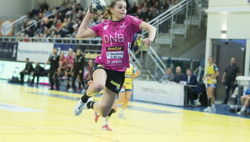 UTE: Sunniva Amalie Næs Andersen og Vipers Kristiansand. Foto: NTB Scanpix