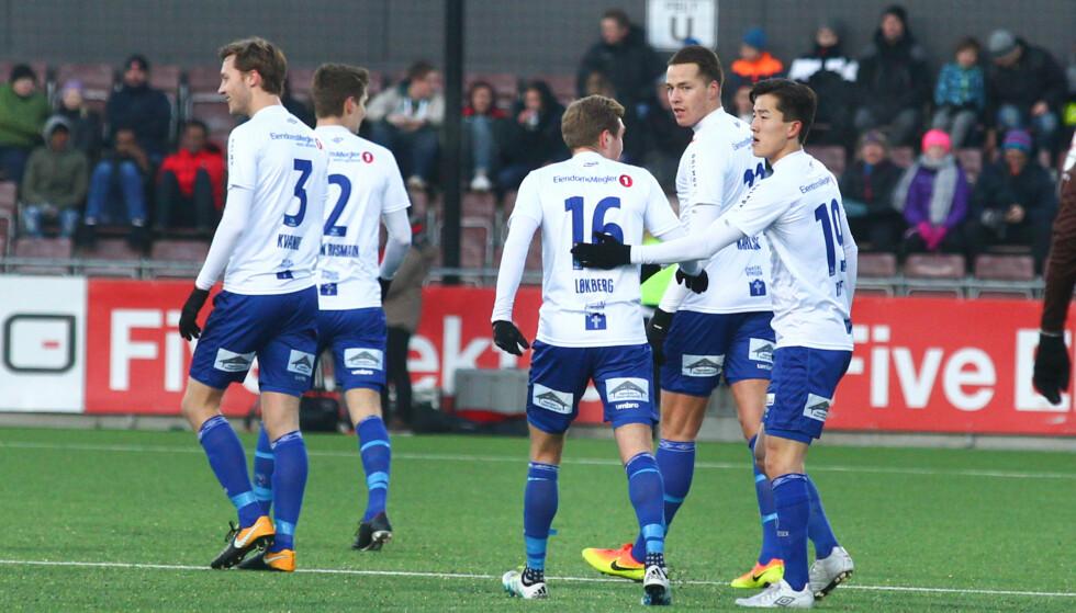 JUBEL: Ranheim-spillerne hadde grunn til å juble på bortebane søndag. Bruntrøyene fra Mjøndalen ble slått med 2-1. Foto: Fredrik Hagen / NTB scanpix