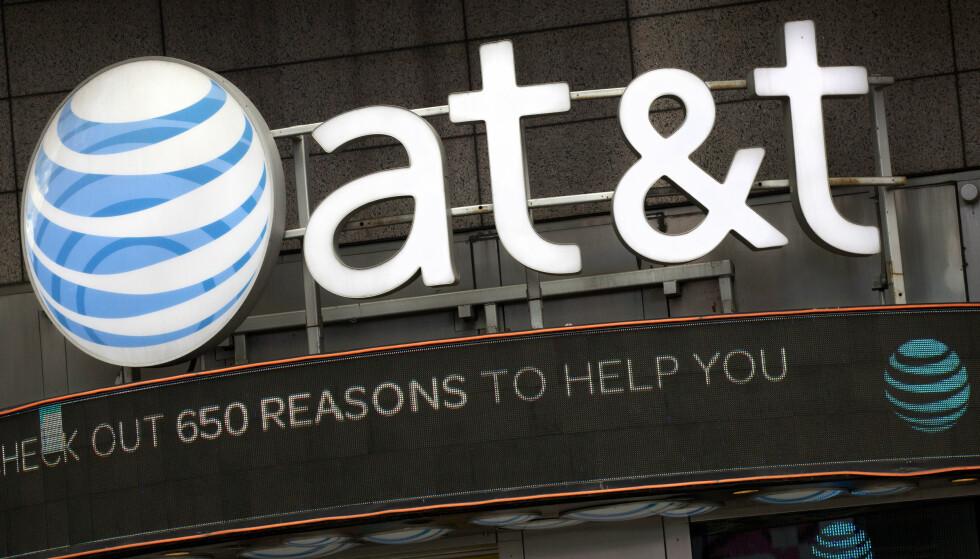 KONFLIKT: Justisdepartementet i USA går til retten for å forhindre at AT&T slår seg sammen med Time Warner. AT&T er overbevist om å vinne i retten. Foto: AP Photo / Mark Lennihan / NTB Scanpix