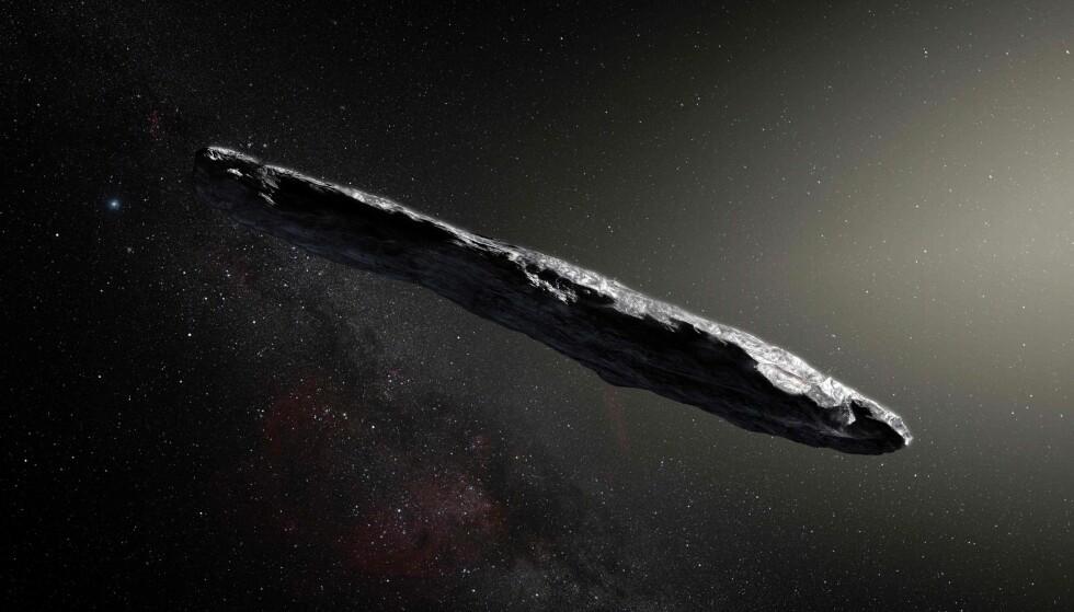 ASTEROIDE: Denne sigarformede asteroiden, på størrelse med en fotballbane, ble sett i vårt solsystem i oktober. Forskere tror den stammer fra utenfor vårt solsystem. Dette er en illustrasjon av asteroiden. Foto: NTB Scanpix