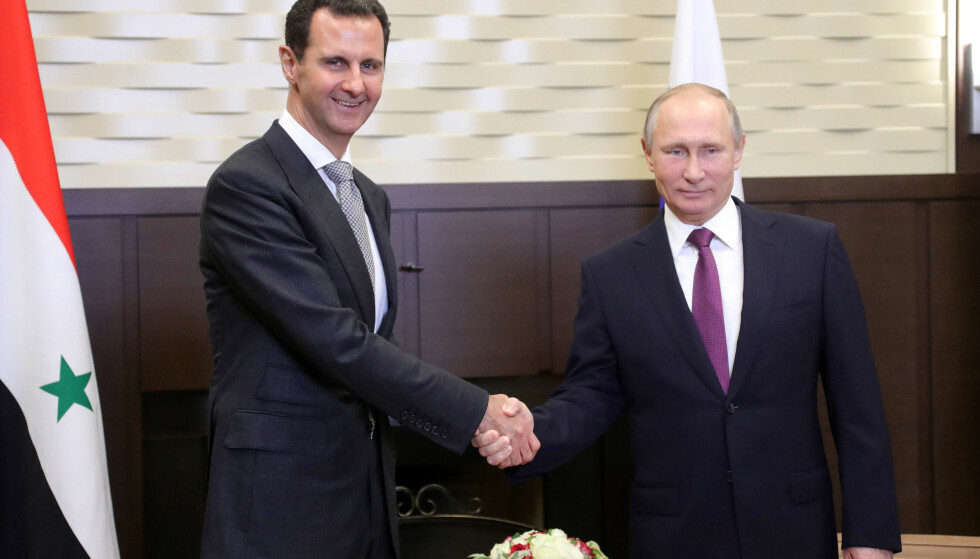 OVERRASKENDE MØTE: Vladimir Putin og Bashar al-Assad møttes i Svartehavsbyen Sotsji mandag. Foto: AFP / NTB Scanpix