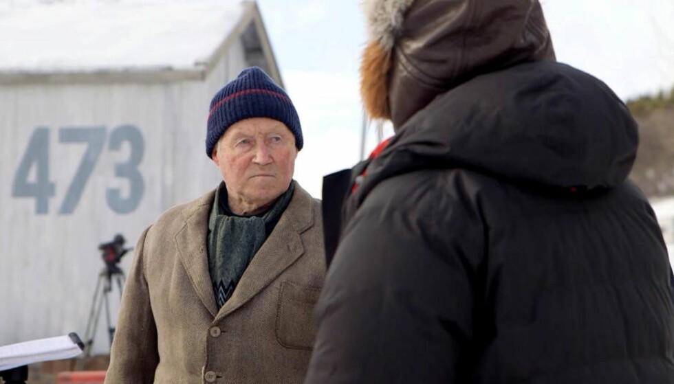 HELT: Ottar Pedersen (87) var en av redningsmennene til Jan Baalsrud, her er han med som statist under innspillingen av Harald Zwarts film «Den 12. mann». Foto: Lars H. Doksæter/TV 2.