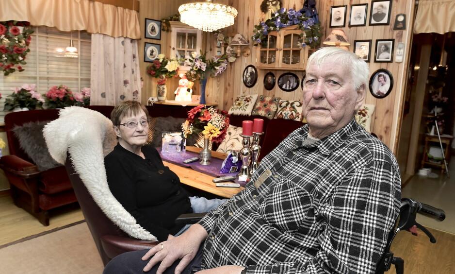 REDDE: Elbjørg og Hilmar Lavik er den drepte kvinnens nærmeste naboer og kjente henne godt. Nå låser de ytterdøra med sikkerhetslås.  Foto: Hans Arne Vedlog / Dagbladet