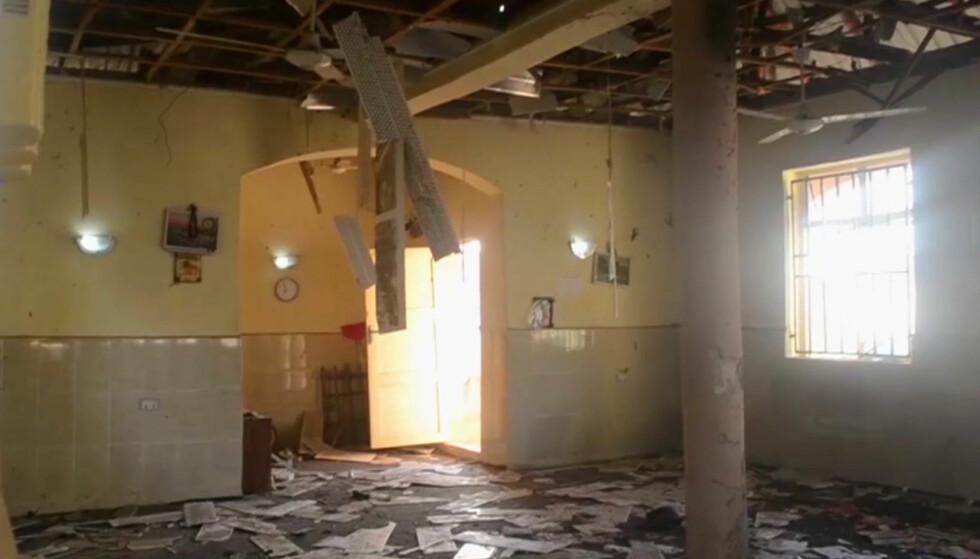 SELVMORDSANGREP: Et angrep på en moské i Nigeria i dag drepte minst 50 og skadet 38 mennesker. Myndighetene mistenker at det er terrorgruppa Boko Haram som står bak. Foto: AP Photo / NTB Scanpix