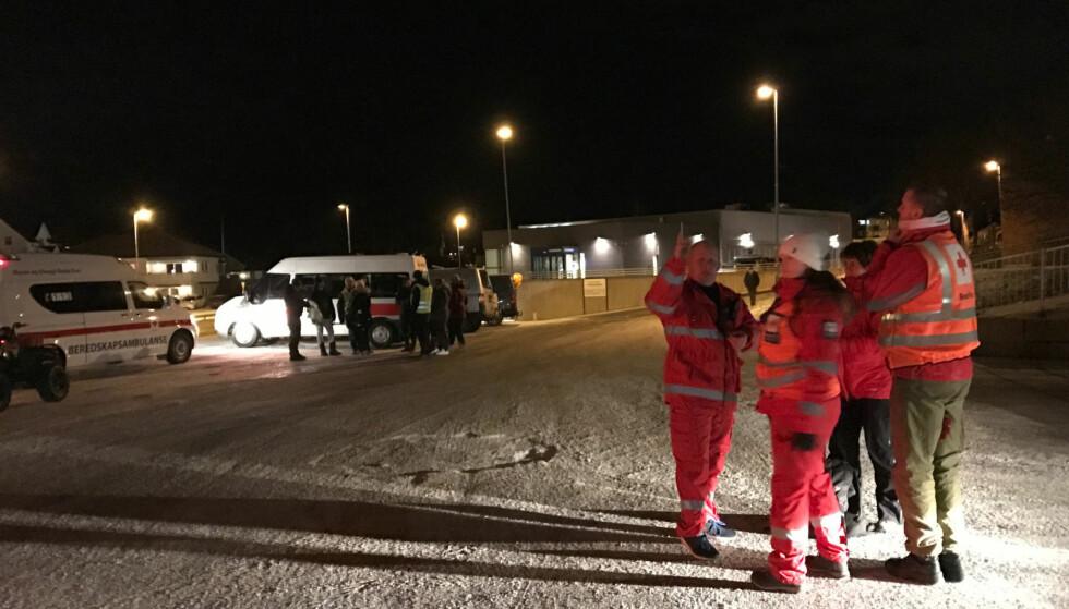 ASKIM: Mannskaper fra blant andre Røde Kors deltok tirsdag kveld i leteaksjonen etter den sju år gamle gutten. Foto: Østfold Røde Kors / NTB scanpix