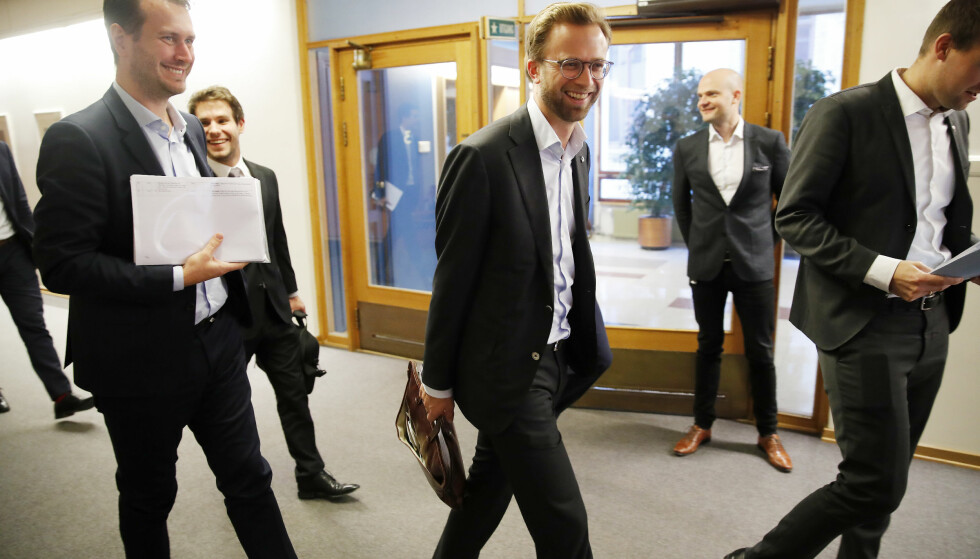 ENDELIG ENIGE: Helge André Njåstad (t.v) i Frp, Nikolai Astrup (H) og Kjel Ingolf Ropstad er ferdige med det siste forhandlingsmøtet. Her fra et møte tidligere i uka. Foto: Cornelius Poppe / NTB scanpix.