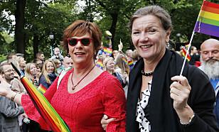 ROSER NRK: Sexolog Esben Esther Pirelli Benestad (til venstre). Her med kona, sexolog Elsa Almås. Foto: Terje Bendiksby / NTB scanpix
