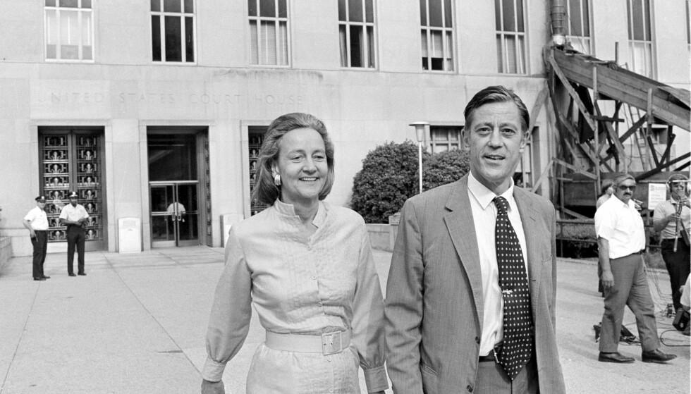 VANT I RETTEN: The Washington Posts eier Katharine Graham og sjefredaktør Ben Bradlee kommer fra retten i juni 1971 der publiseringen av Pentagonpapirene ble behandlet. Foto: AP / NTB Scanpix