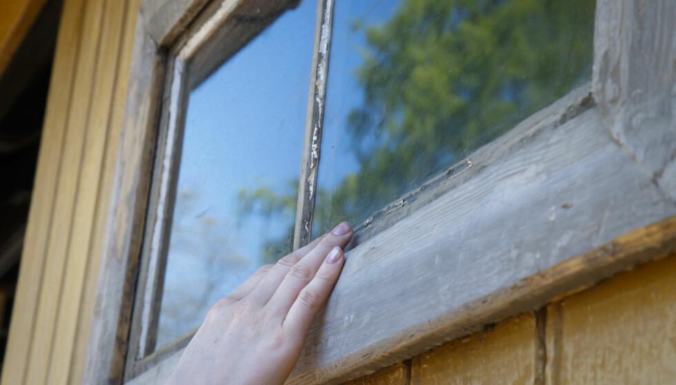 NYE VINDUER: Det bør innføres krav om at alle nye vinduer må være superisolerte – da kan vi spare strøm tilsvarende hele Tønsberg, skriver artikkelforfatteren. Foto: Heiko Junge / NTB Scanpix