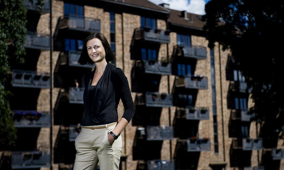 PRISBELØNT: Forfatter Helga Flatland stakk av med årets Bokhandlerpris for romanen «En moderne familie». Foto: John T. Pedersen/Dagbladet.
