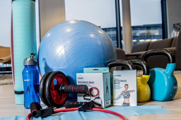HJEMMEGYM: Du trenger slett ikke allverdens utstyr for å trene effektivt hjemme i stua.