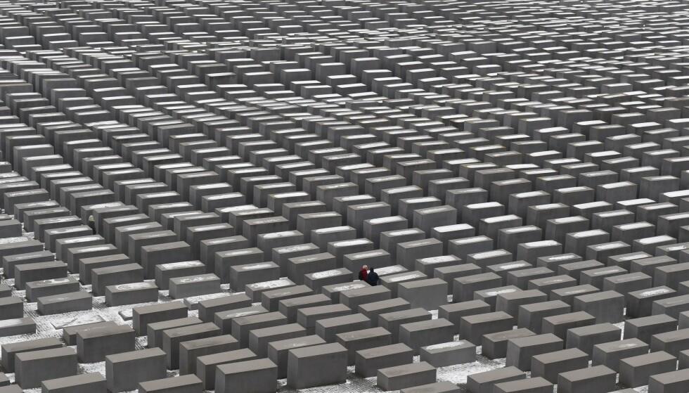 ORGINALEN: Monumentet til minne om holocaust i Berlin består av 2700 betongblokker. Foto: AFP PHOTO / DPA / Jens Kalaene / NTB Scanpix