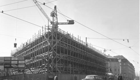 1958: Den amerikanske ambassaden i det som den gang var Drammensveien under bygging i april 1958. Foto: NTB / NTB scanpix