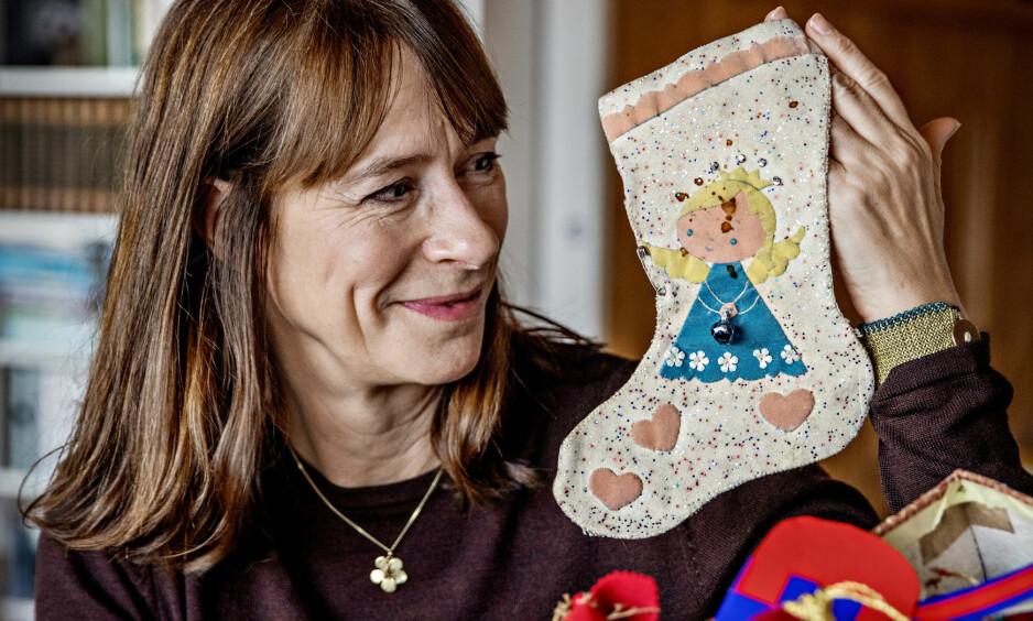 MAGISK: For Cecilie Enger startet jula med at hun fant denne sokken på døra i barndomshjemmet i Asker. Foto: Jørn H. Moen / Dagbladet