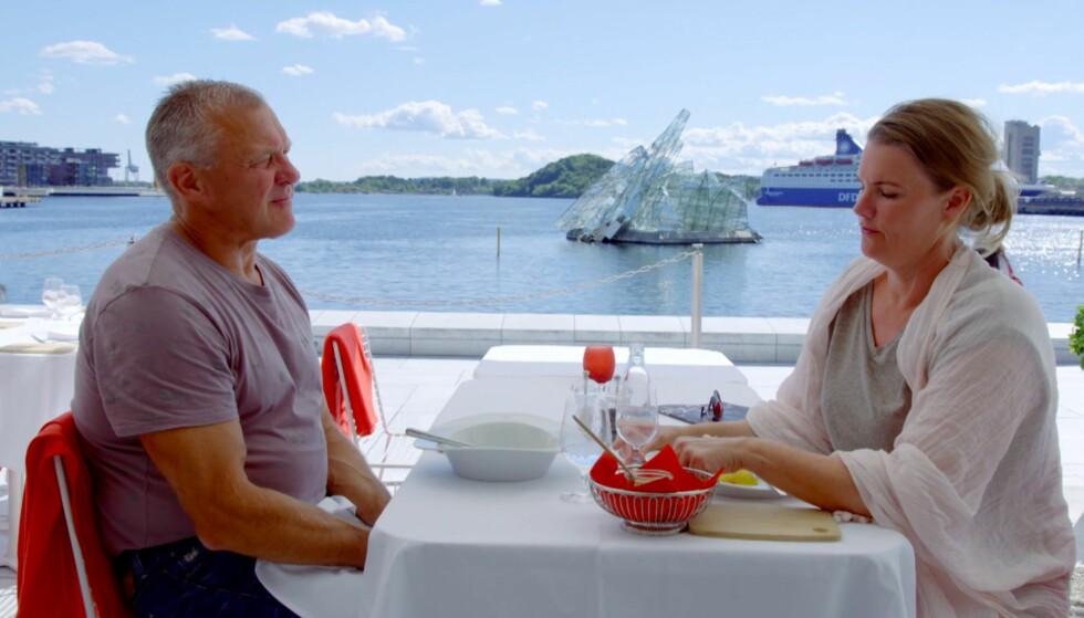 ANSTRENGT: Den hyggelige lunsjen ved Operaen får ikke et helt heldig utfall. Foto: TV 2