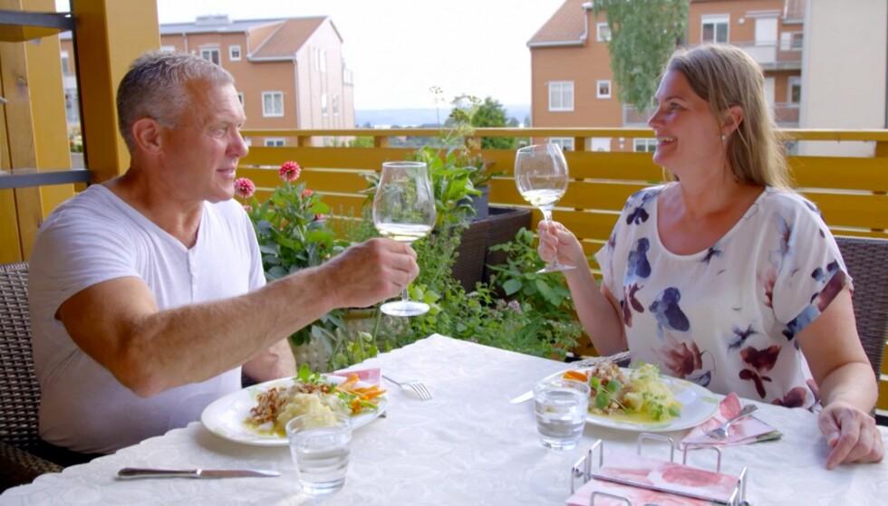 TRENGER TID: Selv om kornbonde Rolf hygget seg hos frier Kristin i Oslo, er han ærlig på at han er «treig» når det kommer til følelser. Foto: TV 2