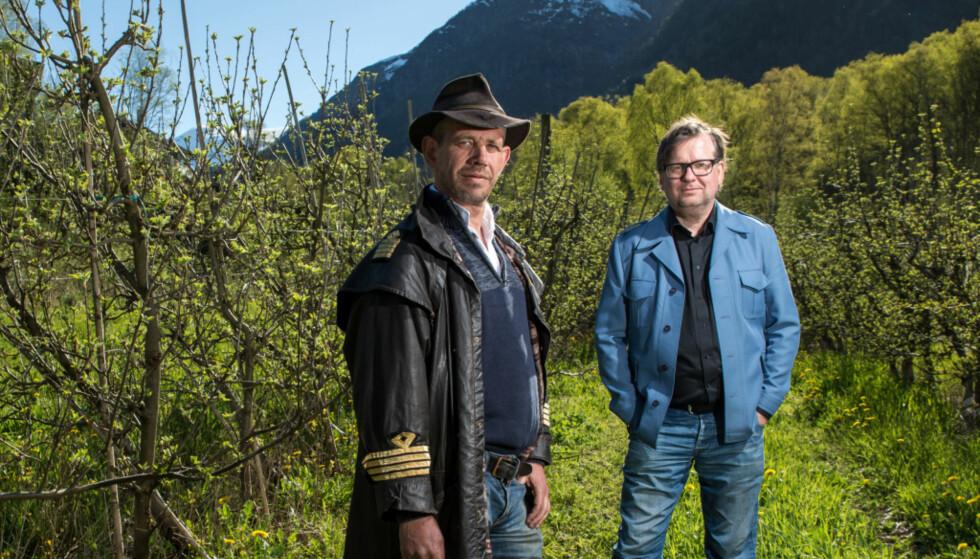 - PINLIG: Leif Einar Lothe og Finn Tokvam forklarte at det er en svært uheldig episode. Nå har de fleste bøkene blitt levert tilbake. Foto: Eivind Senneset / Dagbladet