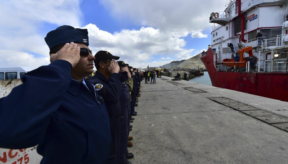 SØKER: Et norsk skip med en fjernstyrt ubåt fra USA har ankommet området hvor det pågår leting etter den savnede argentinske ubåten med 44 mennesker om bord. Foto: Maxi Jonas / AP / NTB Scanpix