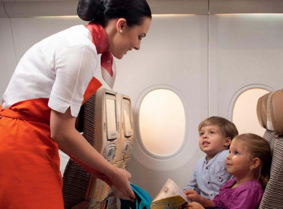 NYTT TILTAK: Med egne «barne-flyvertinner» vil Etihad Airways gjøre langdistanseflyvningene mer behagelige både for barna - og foreldrene. Foto: Etihad Airways