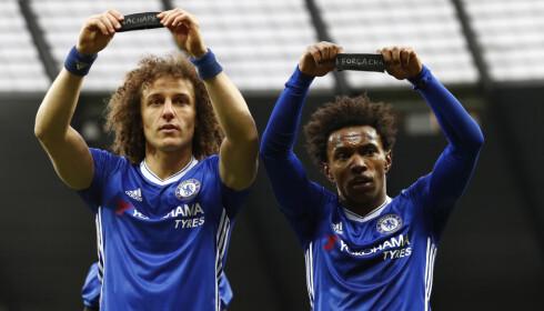 HEDRET OFRENE: Chelseas David Luiz og Willian. Foto: Jason Cairnduff / Reuters / NTB Scanpix
