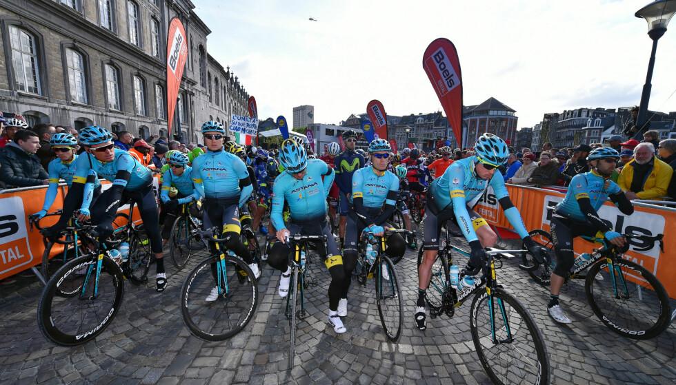TUNGT: Astana-rytterne minnes Michele Scarponi foran starten av Liège-Bastogne-Liège. FOTO: Tim De Waele/TDWSPORT.COM