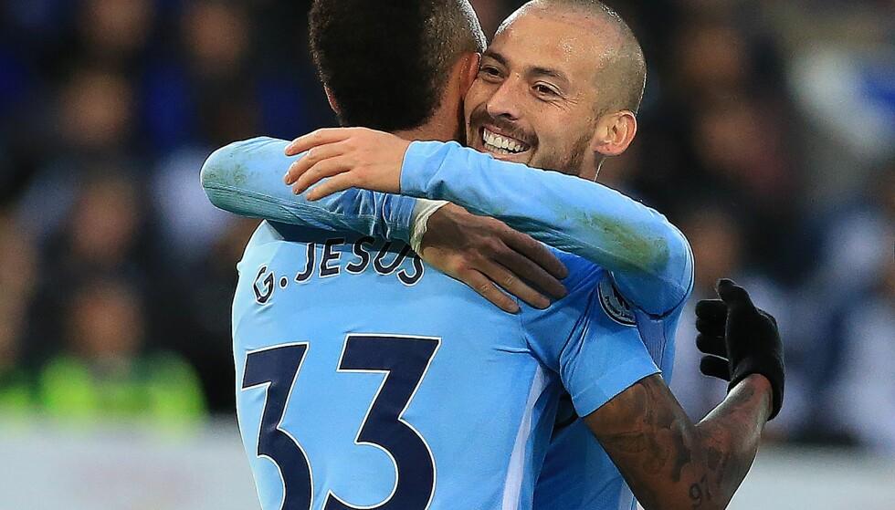 JUBELSESONG: Gabriel Jesus og David Silva har hatt mye å juble for denne sesongen. Manchester City er suverene i Premier League, og er fortsatt med i FA-cupen, Champions League og ligacupen. Foto: AFP Photo