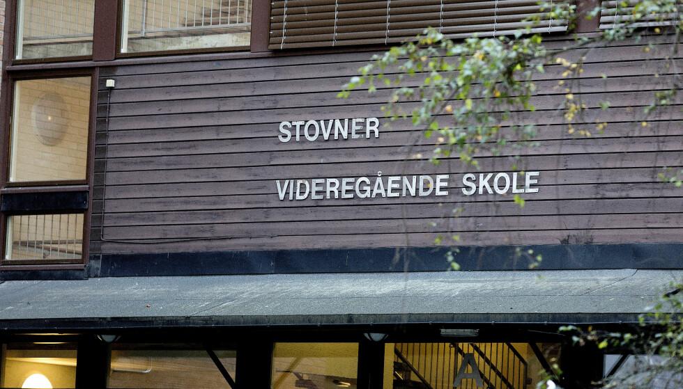 SPENT SITUASJON: Det har i ettermiddag vært en spent situasjon på Stovner videregående skole. Foto: Gorm Kallestad / NTB scanpix