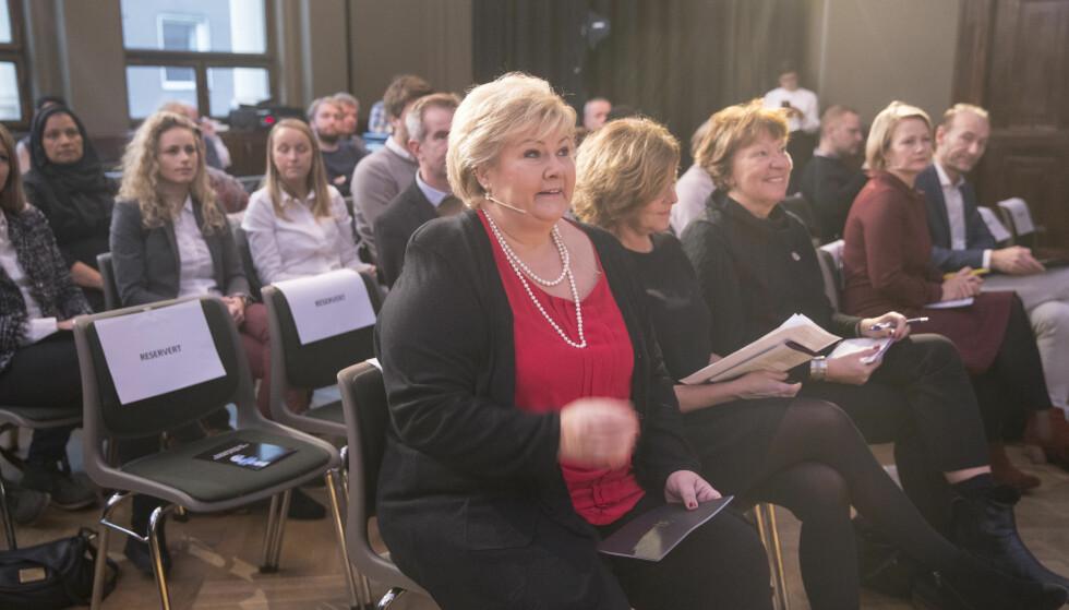 OM MANNEN: Likestillingsombudets årskonferanse om hatytringer ble åpnet av statsminister Erna Solberg. Som vanlig var det få menn som stilte opp, selv om det ofte handler om menn. Foto: Vidar Ruud / NTB scanpix