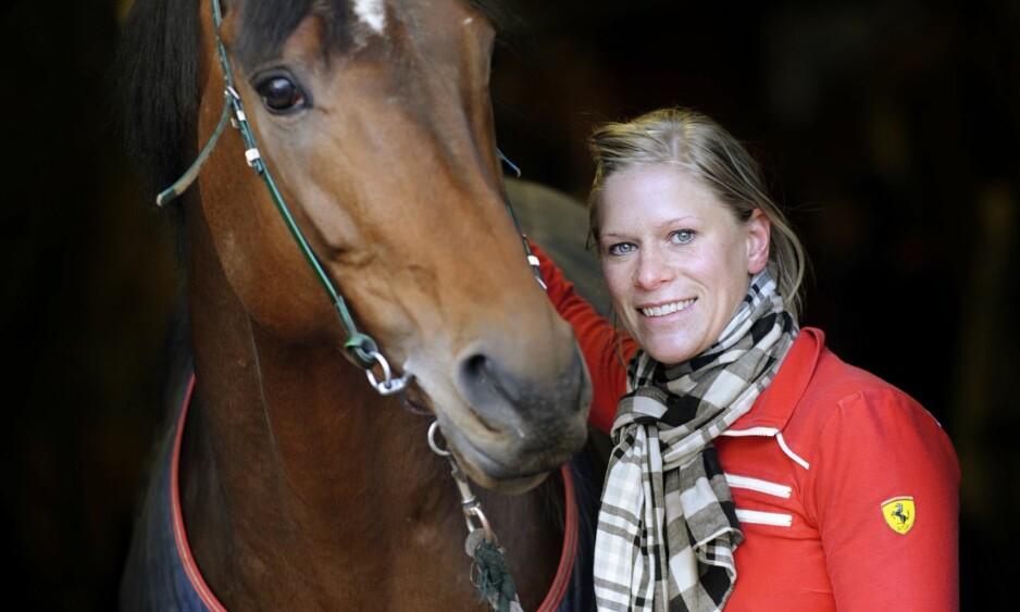 OPPLEVDE SKYGGESIDA: Inez Karlsson galopperte inn mellom 70 og 80 millioner kroner i løpet av karrieren som jockey. Men galoppsporten har også sine skyggesider. Foto: NTB Scanpix